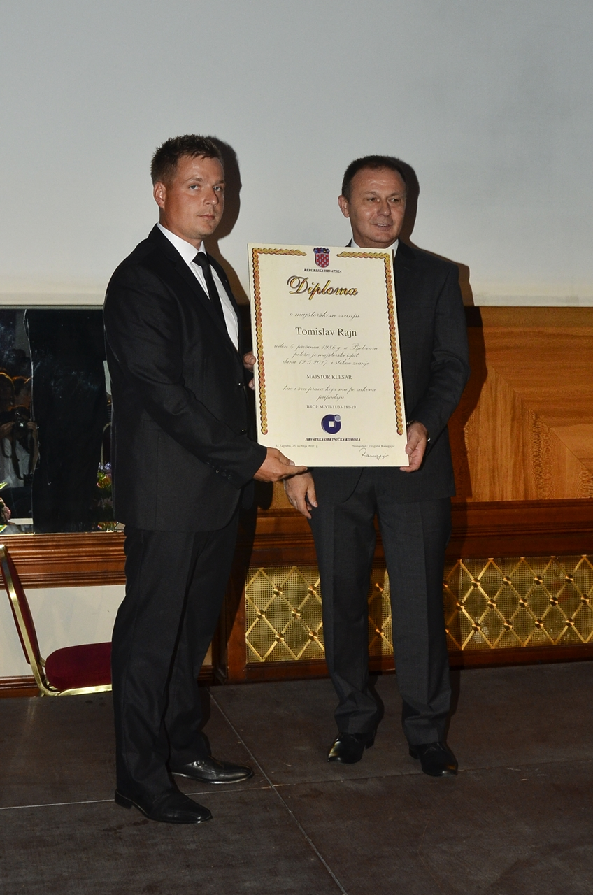 Simbolično preuzimanje majstorske diplome-Tomislav Rajn, majstor klesar